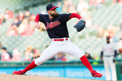 Padres only want Corey Kluber to fix third base