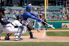 GIF of the Day Torii Hunter tries to dupe Lorenzo Cain on routine