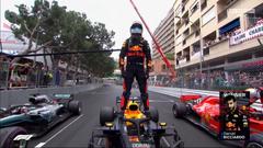 Wallpaper Daniel Ricciardo stands victorious at Monaco