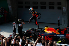 Amazing shot of Daniel Ricciardo after winning the Chinese GP formula1