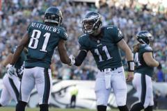 Philadelphia Eagles Carson Wentz Jordan Matthews handshake The