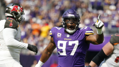 Injured Vikings defensive end Everson Griffen sits out practice