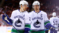 Vancouver Canucks to retire Sedins numbers