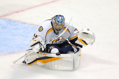 Pekka Rinne s miraculous save on clearing attempt keeps Blackhawks