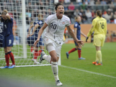 Abby Wambach US women s soccer star retires