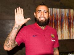 Arturo Vidal poses in Barcelona colours