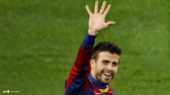 Barcelona Best Player Erard Pique Answering To His Fans Wallpapers