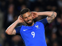 Arsenal striker Olivier Giroud not ruling out January move to boost