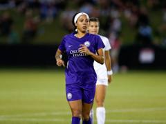 US Women s Soccer Player Sydney Leroux Pregnant at Practice