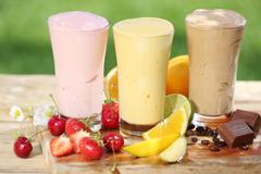 strawberry banana and cinnoman milkshakes
