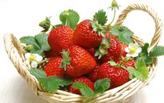 Strawberries wallpapers